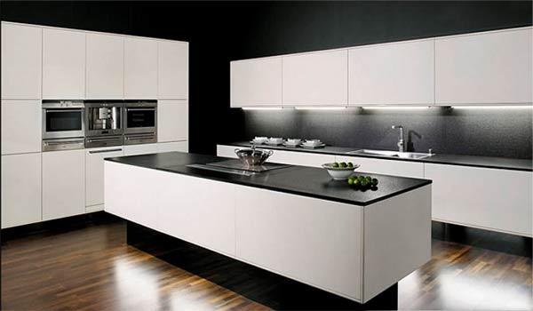 plan de travail en granit noir sur cuisine